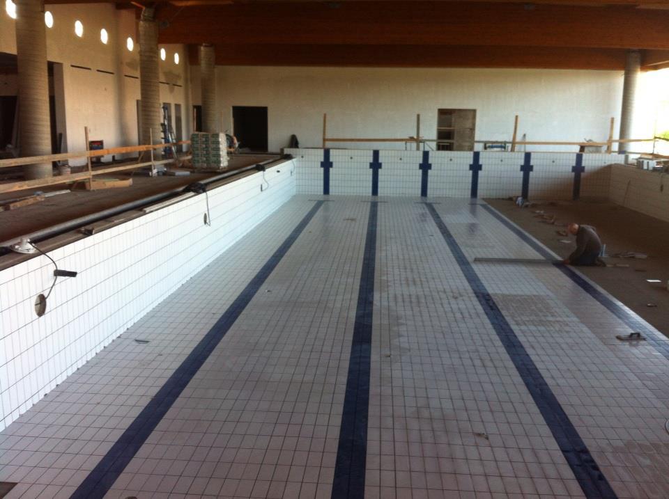 Tarquinia iniziata la pavimentazione delle due vasche for Pavimentazione della piscina