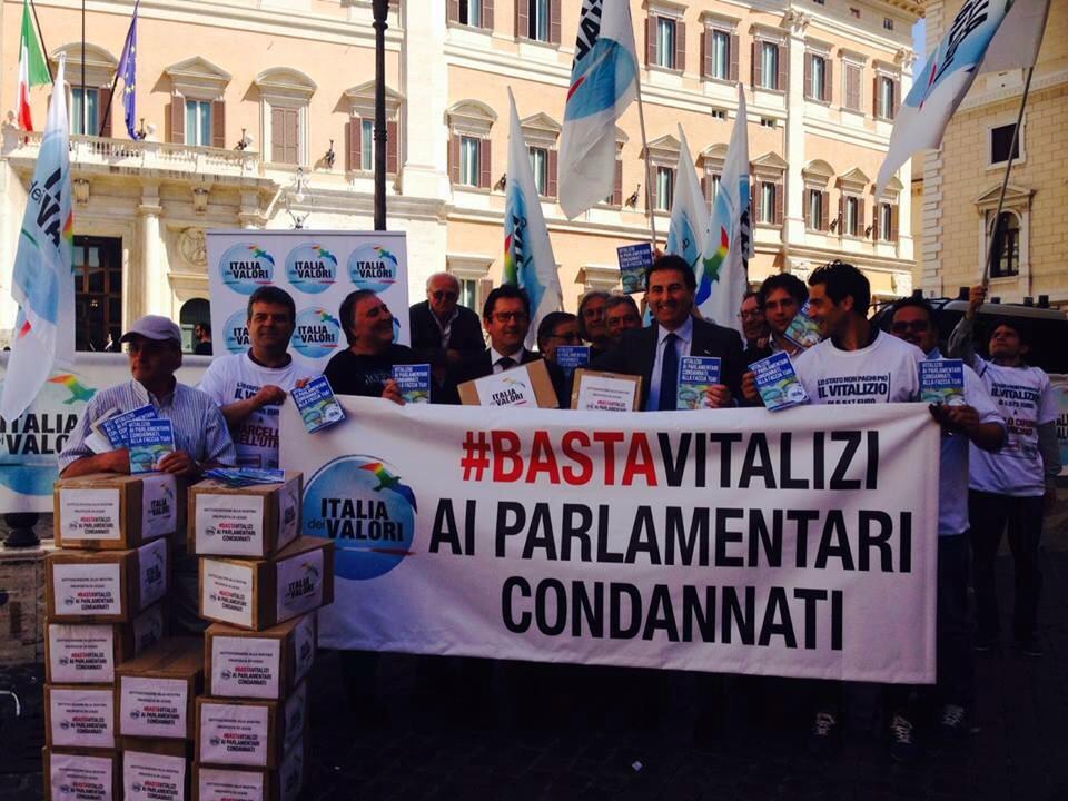 Vitalizi ai parlamentari condannati c il taglio ma non for Vitalizi dei parlamentari